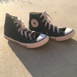 black all star converse high top.